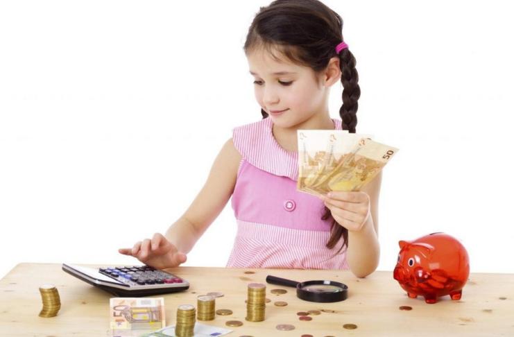 criança planejando dinheiro