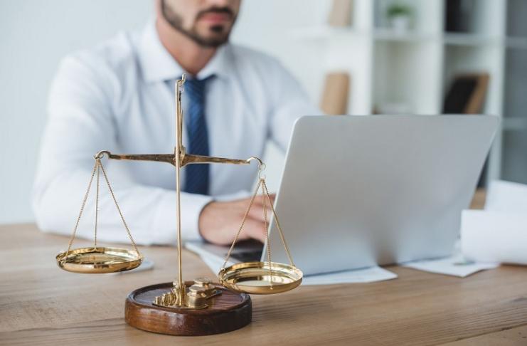 advogado balança direito