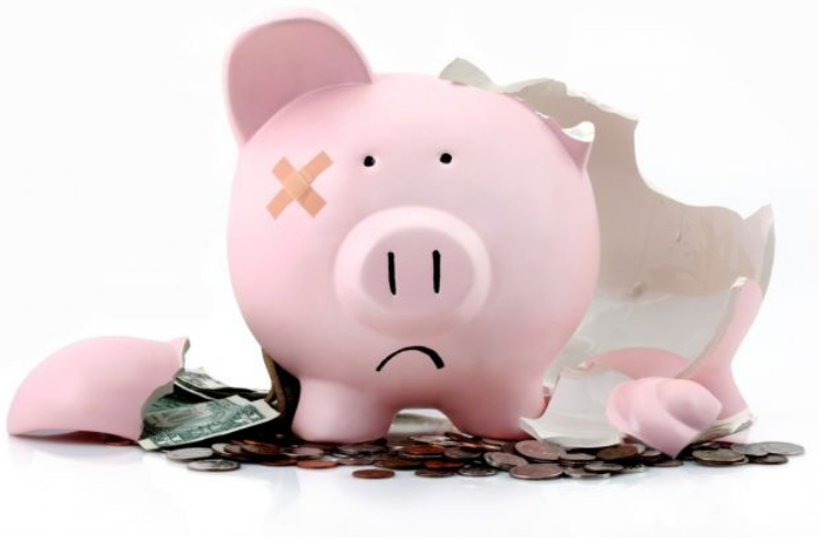 porquinho quebrado para corrigir erros financeiros