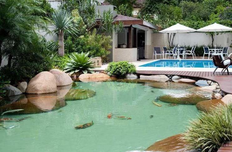 quintal reformado com lago