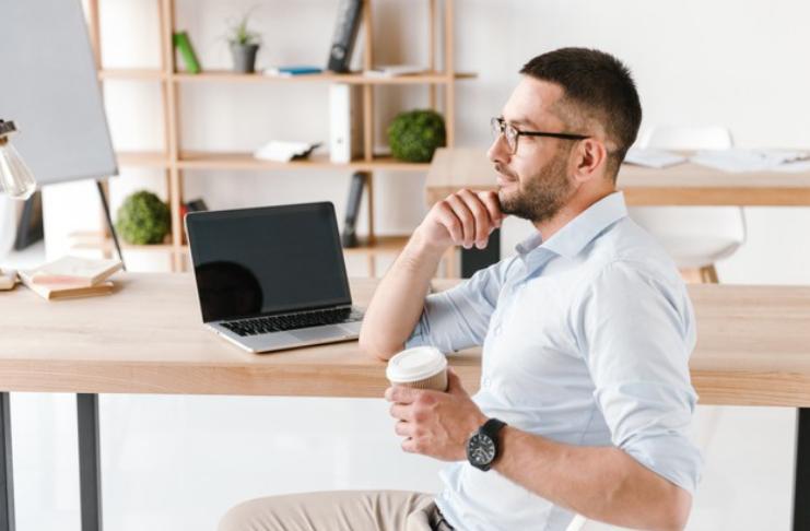 Os erros financeiros mais comuns que as pessoas cometem na casa dos 30 anos