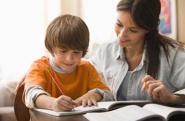 Você deve pagar a seus filhos por boas notas?