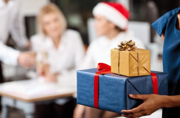 Dicas para dar presentes de festas em escritórios durante o COVID-19