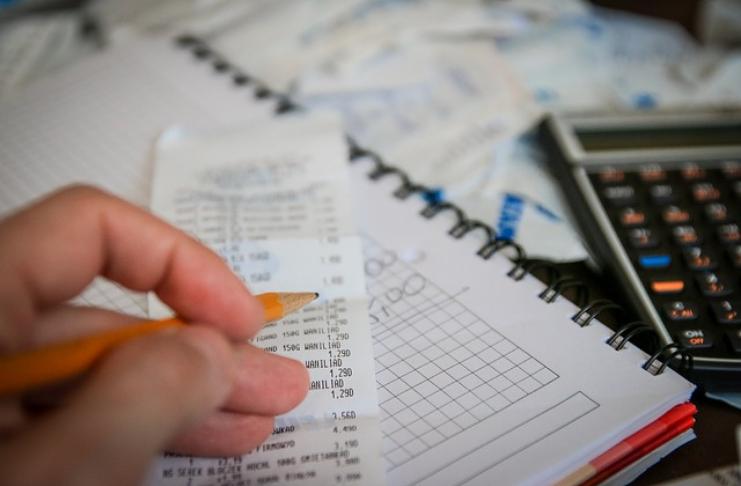 Resoluções financeiras de ano novo que o ajudarão a aproveitar ao máximo 2021