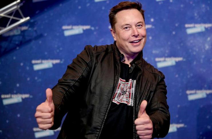 Elon Musk afirma que a Apple se recusou a se encontrar com ele para discutir a compra da Tesla